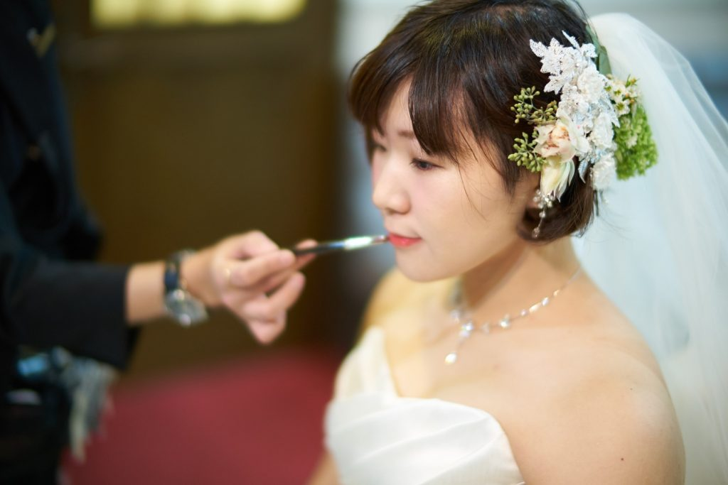 メイクアップ中の花嫁
