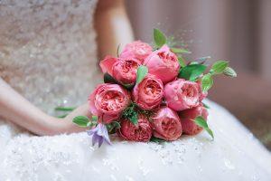 座っている花嫁