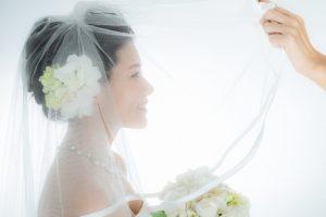 ベールダウンされる花嫁