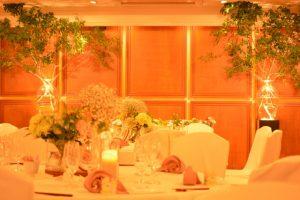 結婚式の披露宴会場