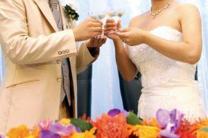 結婚式の乾杯シーン