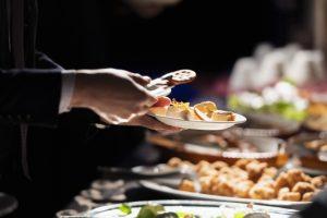 ビュッフェスタイルの食事