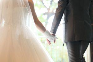 ウェディングベールをまとった花嫁