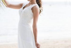 スレンダードレスを着る花嫁
