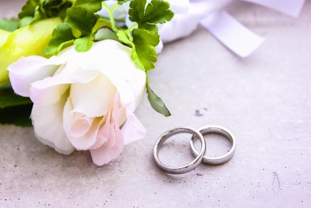 結婚指輪とブートニア