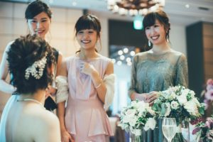 ゲストに祝福される花嫁